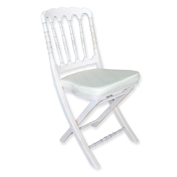sillas de madera blancas plegadas